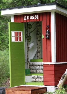Outdoor WC (in Finnish called Huussi), birch indoor decoration Finland Outside Toilet, Outdoor Toilet, Outhouse Bathroom, Garden Shower, Outdoor Bathrooms, The Ranch, Cabana, Outdoor Living, Shed
