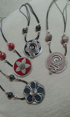 Great ways to make authentic Italian coffee and understand the Italian culture of espresso cappuccino and more! Wire Wrapped Jewelry, Wire Jewelry, Jewelry Crafts, Tassimo Coffee Pods, Bijoux Fil Aluminium, Jewellery Display, Fashion Bracelets, Washer Necklace, Creations