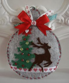 Biel z odrobiną błękitu. Christmas Bunting, Felt Christmas Decorations, Christmas Crafts For Gifts, Christmas Projects, Christmas Diy, Christmas Ornament Crafts, Felt Ornaments, Felt Crafts, Creations