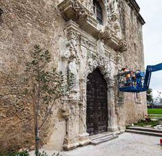 A website from the National Park Services in the United States about efforts to conserve Spanish missions.  Includes pictures and in-depth information. Ask students to connect their own experiences with Spanish architecture to these images. Unit 4, 132-133, Sabor Hispano.