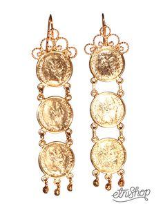 Aretes istmeños de monedas con baño de oro.