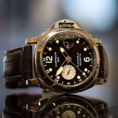 At first glance this looks like a #Panerai PAM88.... - Panerai Central