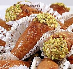gateau au miel1 Raw Food Recipes, Cooking Recipes, Desserts With Biscuits, Exotic Food, Arabic Food, Fresh Rolls, Avocado Toast, Food Art, Food And Drink