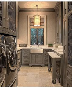 Home Decor Inspiration 40 Fabulous Farmhouse Laundry Room Decor Ideas - When home organization comes to mind we typically think of many ways to improve storage and efficiency for many rooms within our homes. The family ro. Laundry Craft Rooms, Mudroom Laundry Room, Farmhouse Laundry Room, Laundry Room Organization, Laundry Room Design, Laundry Room Island, Mud Rooms, Laundry Room Folding Table, Folding Laundry
