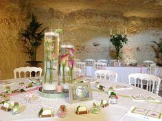 La Grotte de la Roche Aux Fées: Grotte et cave chaleureuse et spectaculaire.