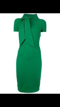 Vestido verde bandeira.