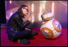 """Two beings from another planet #ThomYorke & BB-8"" / The Last Jedi Premiere at The Shrine Auditorium on December 9, 2017 in Los Angeles, California. (Photo by Jesse Grant/Getty Images for Disney) - #Radiohead #StarWars"