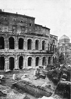 Theater of Marcellus, 1932 Roman Architecture, Historical Architecture, Old Pictures, Old Photos, Best Cities In Europe, Italy Tours, War Photography, Vintage Italy, Roman Art