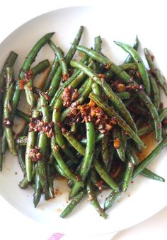 Garlicky Green Beans with Spicy Miso Sauce recipe by SeasonWithSpice.com @seasonwithspice