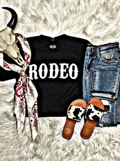 Country Girl Outfits, Cute Cowgirl Outfits, Western Outfits Women, Southern Outfits, Rodeo Outfits, Western Wear For Women, Country Fashion, Cute Outfits, Western Style Clothing