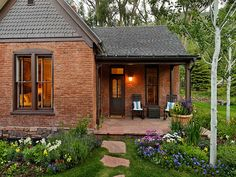 Brick exterior Cottage - Lovely Brick Cottage (Content in a Cottage) Orange Brick Houses, Red Bricks, Red Brick Homes, Brick Cottage, Cottage Homes, Cozy Cottage, Cozy House, Cottage Style, Farmhouse Style