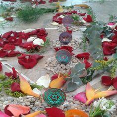 Desde el corazón todo se manifiesta.  Desde nuestro chakra corazón donde se une la tierra y el cielo allí todo anhelo se convierte en emoción y se hace tangible en nuestras vidas.  #Anahata #chakras #corazon #kelandkchakras #amor #yoga #yogaaccesories #zen #ritual #meditacion #meditation #ritual # mandala #equilibrium #equilibrio #namaste