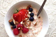 Bircher müesli eller køleskabsgrød er en super nem og meget sund morgenmad, der ikke tager længe at lave. Du forbereder din morgenmad aftenen inden, så du har god tid til at nyde grøden om morgenen…