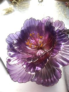 Wire Flowers, Plastic Flowers, Glass Flowers, Plastic Bottle Crafts, Plastic Art, Purple Hibiscus, Purple Flowers, Elderly Crafts, Nail Polish Flowers