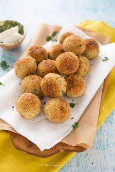 Ricotta meatballs - # of . Ricotta Meatballs, Vegan Fast Food, Mini Foods, Everyday Food, Tasty Dishes, Cooking Time, Street Food, Food Inspiration, Love Food