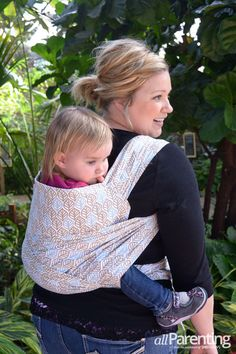 Learn how to DIY your own baby carrier from a tablecloth!