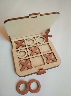 Top Board Games, Wooden Board Games, Wood Games, Board Games For Kids, Wooden Boards, Laser Cutter Ideas, Laser Cutter Projects, Tic Tac Toe, Christmas Games For Adults