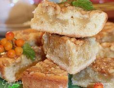 Пирог с ореховой карамелью. Ингредиенты: яйца куриные, сахар, ванилин