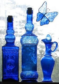 I LOVE cobalt blue glassware Im Blue, Love Blue, Blue And White, Blue Bottle, Blue Glass Bottles, Himmelblau, Bottles And Jars, Perfume Bottles, Turquoise