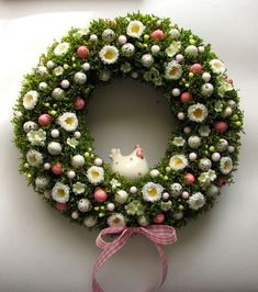 Easter Wreaths, Holiday Wreaths, Holiday Crafts, Diy Osterschmuck, Diy Easter Decorations, Easter Holidays, Wreath Crafts, Easter Crafts, Flower Arrangements