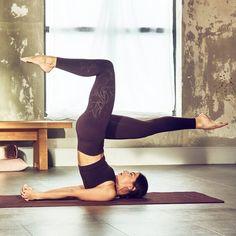 Flore - Dark grape -Flore - Dark grape - L Pranayama, Yoga Leggings, Yoga Online, Aerial Yoga, Yoga Photography, Yoga Poses For Beginners, Advanced Yoga Poses, Yoga Exercises