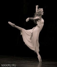 "Ulyana Lopatkina, ""Monologue of Ophelia"" from ""Hamlet"", Mariinsky Ballet   © Nikolay Krusser"