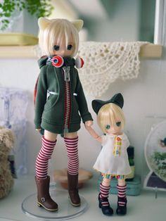 Azone Pure Neemo Original This particular pair by the respectful owner, just gets to my heart >x<''~~ <3 I LOVE the jacket on the bigger one! wait... its probably the jacket ._.''