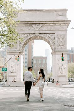 #newyorkcitycouple #newyorkelopement #urbanelopement #elopenewyork #elopenewyorkcity #newyorkcityelopement #cityelopement #citycouple #shortweddingdress #nontraditionalweddingdress #weddingdaytennisshoes #urbancouple #urbanengagement