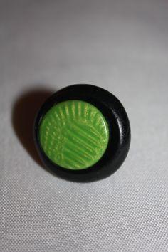 bague fimo noire et verte : Bague par les-creations-fimo-de-marie