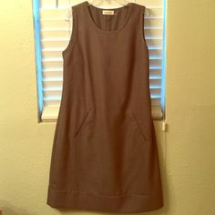 Calvin Klein dress Adorable dress, like new! Size 4, but more fits like 6. Too big on me. 88% poly, 12% rayon. No flaws. Picket detail in front, and great room fit on back. Calvin Klein Dresses Midi