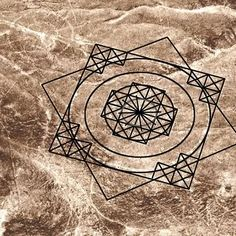 Nazca Lines: Enigma of the Sun-Star and Cross. Stretching across the Nazca plains like a giant map or blueprint left by ancient astronauts, lie the famous Nazca Lines of Peru. Peru is associated with the Inca Civilization. Ancient Mysteries, Ancient Artifacts, Ancient Aliens, Ancient History, Nazca Lines Peru, Alien Theories, Magic Squares, Indian Mandala, Mystery Of History
