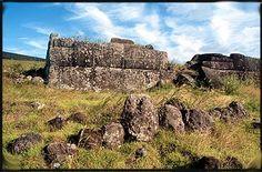 AHU VINAPU - SITIO ARQUEOLÓGICO EN RAPA NUI (ISLA DE PASCUA) - CHILE POST™