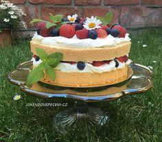 Nahý dort s jahodami Naha, Mini Cupcakes, Tiramisu, Cheesecake, Fruit Cakes, Ethnic Recipes, Tarts, Pizza, Food