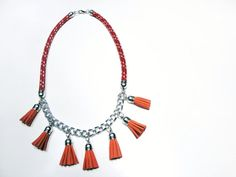 Climb rope necklace with suede tassels in red and orange Hipster Fashion, Hipster Style, Diy Jewelry, Jewlery, Formal Looks, Rope Necklace, Fashion Necklace, Silver Color, Orange Color