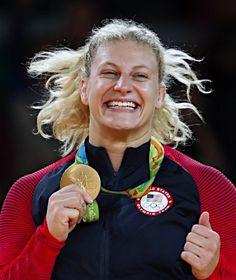金メダルを手にするハリソン :フォトニュース - リオ五輪・パラリンピック 2016:時事ドットコム