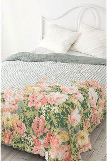 Rosen auf dem Bett ...