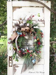 45 Christmas Decor Trends Of Year 2019 Christmas Door Wreaths, Christmas Tree Design, Christmas Door Decorations, Holiday Wreaths, Holiday Decor, Winter Wreaths, Woodland Christmas, Country Christmas, Christmas Holidays