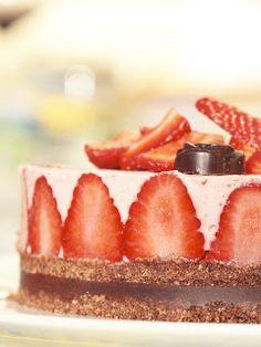 Mmm...Makustella: Mansikka-suklaa-raakakakku Cheesecake, Desserts, Food, Tailgate Desserts, Deserts, Cheesecakes, Essen, Postres, Meals
