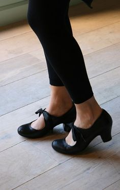 Black shoes. Chie Mihara