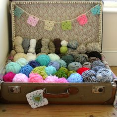 Good yarn display idea. Like the little flag banner - doesn't distract from the yarn but makes the whole thing look festive!
