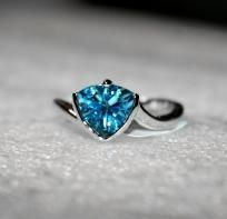 beautiful, beautiful, beautiful.    Trillion Cut Bypass Style 2.00 carats Swiss Blue Topaz Ring in Sterling