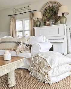 Stunning Vintage Farmhouse Bedroom Decoration Ideas 69