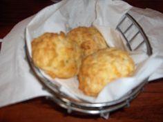 Simple Bisquick recipe for Red Lobster's cheddar bay biscuits (canned biscuits red lobster) Cheddar Bay Biscuits, Cheddar Cheese, Canned Biscuits, Great Recipes, Favorite Recipes, Bisquick Recipes, Bread Appetizers, Good Food, Yummy Food