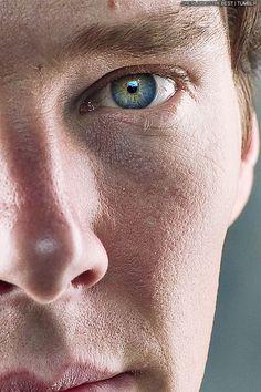 Benedict Cumberbatch(Sherlock) his eyes are so beautiful! Sherlock Bbc, Sherlock Holmes Benedict Cumberbatch, Benedict Cumberbatch Sherlock, Sherlock Poster, Funny Sherlock, Sherlock Season, Sherlock Quotes, Martin Freeman, Divas