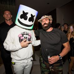 485 girls and 37 dudes, I know how to throw a motherfuckin party Dan Bilzerian Instagram, Instagram King, Instagram Posts, Dots Fashion, Online Business, Photo And Video, Party, Mens Tops, Passive Income