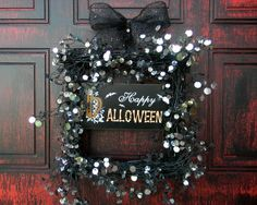 Gorgeous halloween wreath #halloween #wreath #black