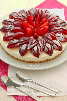 ricotta and white chocolate cheesecake with a lovely garnish of sliced red plums. Cheesecakes, Prune Recipes, Just Desserts, Dessert Recipes, Decoration Patisserie, French Pastries, Cake Cookies, Love Food, Sweet Recipes