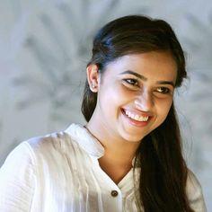 Beautiful Heroine, Beautiful World, South Indian Actress, Hd Photos, Indian Actresses, Close Up, Celebs, Women's Fashion, Amazing