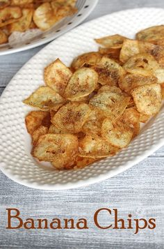 Banana Chips Recipe (Banana Wafers Recipe) - Quick snack recipe made from raw banana or plantain. This is perfect tea time snack. Banana Recipes Indian, Indian Food Recipes, Spicy Recipes, Appetizer Recipes, Dehydrated Banana Chips, Easy Homemade Snacks, Jain Recipes, Vegetable Chips