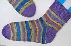 A's ALMANAKK: Lynkurs i sokker... Socks, Fashion, Moda, Fashion Styles, Sock, Stockings, Fashion Illustrations, Ankle Socks, Hosiery